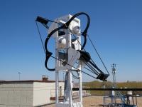 Dispositivo de medida de la radiación solar difusa simultánea en las 4 direcciones e inclinación variable